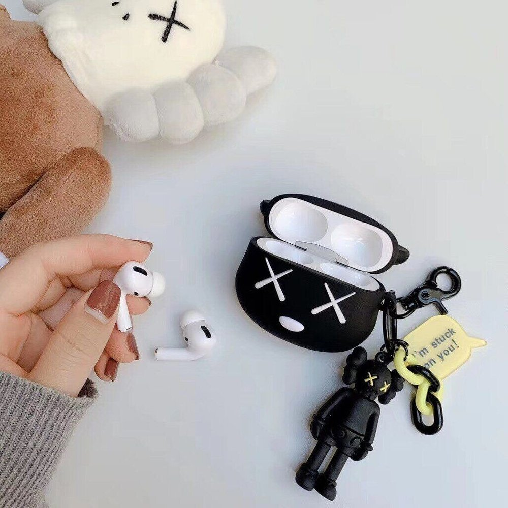 "Черный 3D чехол ""Bearbrick Kaws"" для Apple Airpods Pro с брелоком Kaws"