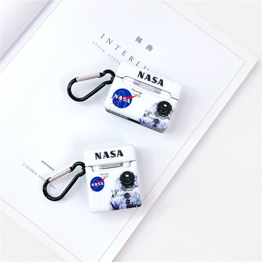 "Чехол NASA ""Астронавт"" для Apple Airpods 1/2 белого цвета"