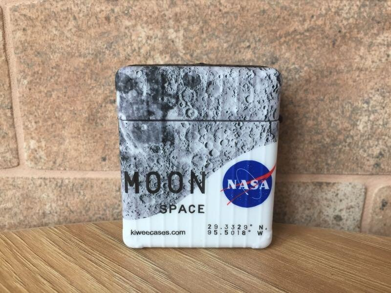 "Чехол NASA ""Moon Space"" для Apple Airpods 1/2 с лунным принтом"